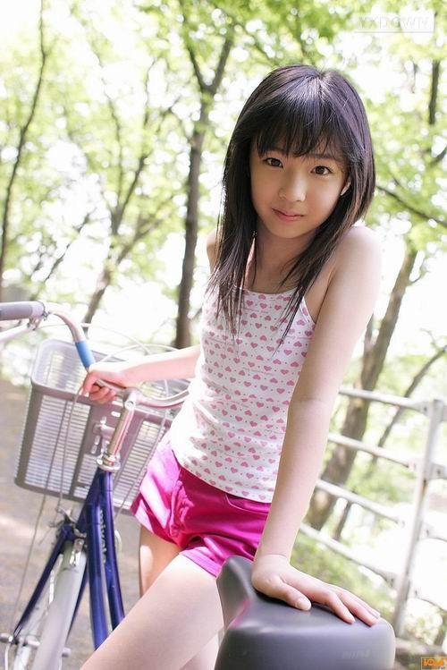 日本小学生_惊!日本小学生竟如此早熟 大人直呼脸红心跳_逗游网
