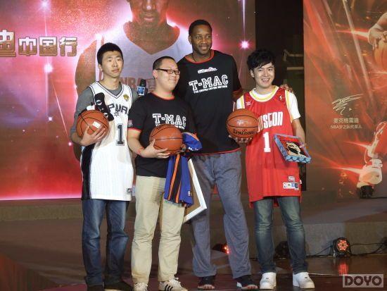 麦蒂降临北京玩家嘉年华 千万代言《NBA梦之队》