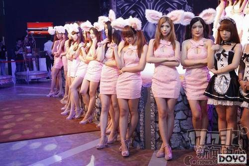 ChinaJoy2014:一排排白花花黑人震憾SG展台睡美女美女图片