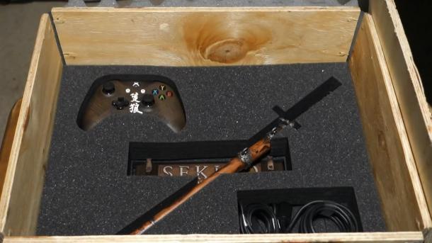 《只狼》限定版X1X主机开箱视频 买主机送武士刀