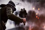 《战地1》E3 2016先行预告 士兵手持集束手雷炸坦克