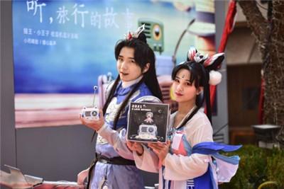 国潮IP崛起 猫王小王子OTR x鲁班七号联名豪华礼盒线下首发受热捧